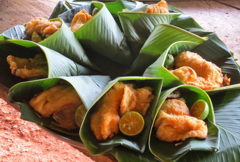 Panama Reisen | Essen in Bananenblättern serviert