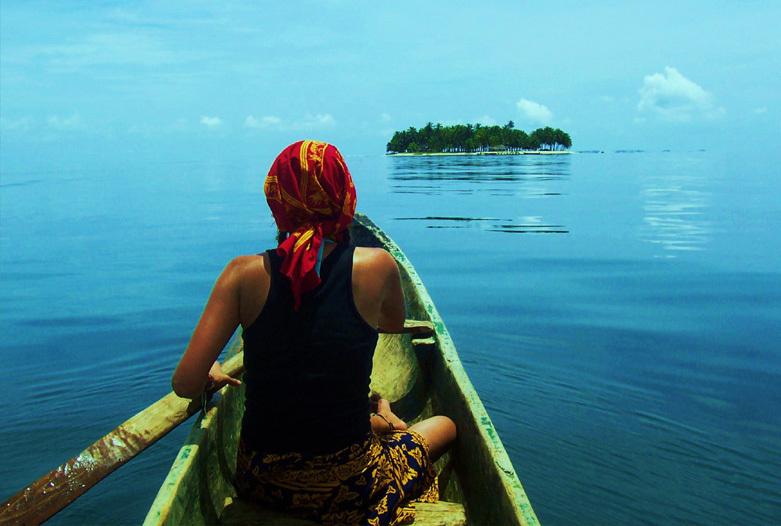 Panama Urlaub | Kuna im Meer vom San Blas Archipel