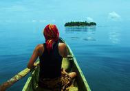 Kuna im Meer vom San Blas Archipel