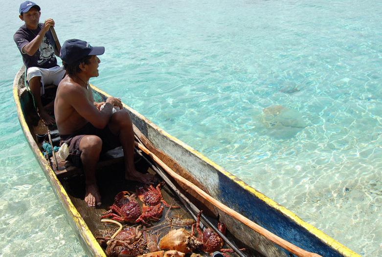 Panama Reisen | Fischer im Cayuco, San Blas