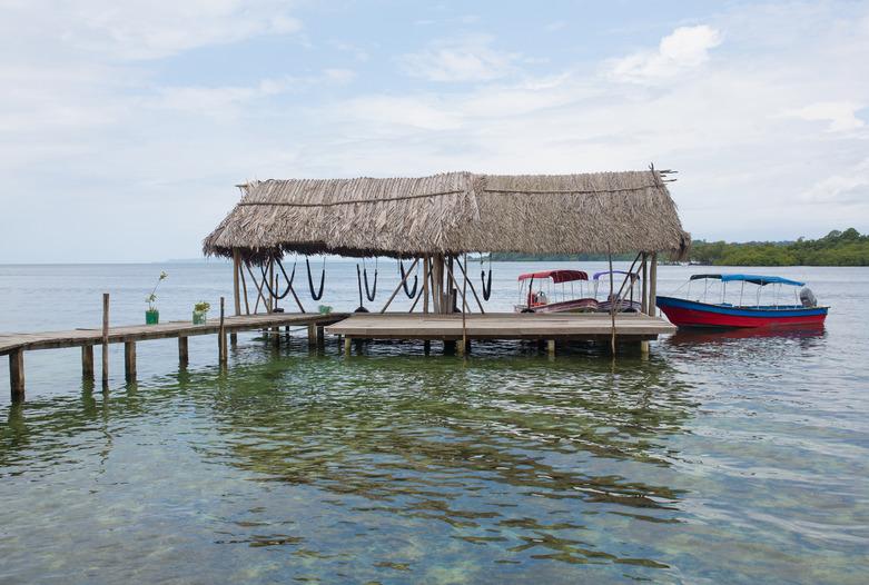 Panama Rundreise | Wartende Wassertaxis, Bocas del Toro