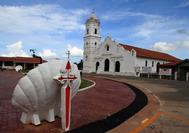Schneeweisse Kirche von Natá